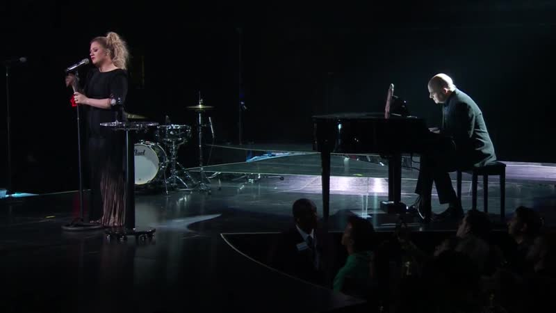 Kelly Clarkson - Dancing On My Own (Robyn cover @ Meaning of Life Tour Live 022819)