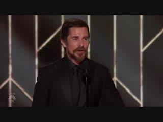 «Золотой Глобус 2019»: Кристиан Бэйл получает награду «Лучший актёр (мюзикл или комедия)» на