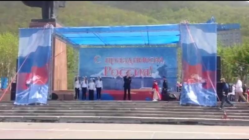 Выступление в центре города Петропавловск-Камчатского на День России с песней Я ГРАЖДАНИН РОССИИ