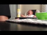 Заразительный смех малыша ?