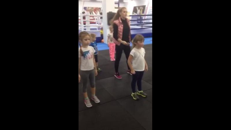 Учимся координировать движения с помощью танцев.