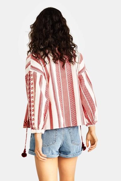 Блуза с этнической вышивкой