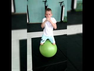Баланс на мяче (Поляков Ваня)