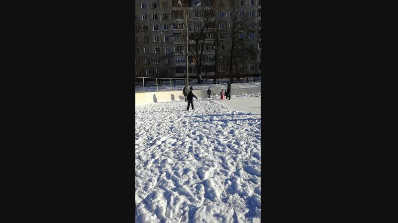 Спортивные выходные))Начинаетполучатьсякататьсянаконьках))