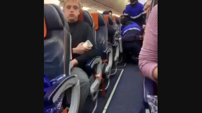 Сотрудники правоохранительных органов Ханты-Мансийска провели операцию по задержанию мужчины, который захватил самолет «Аэрофлот