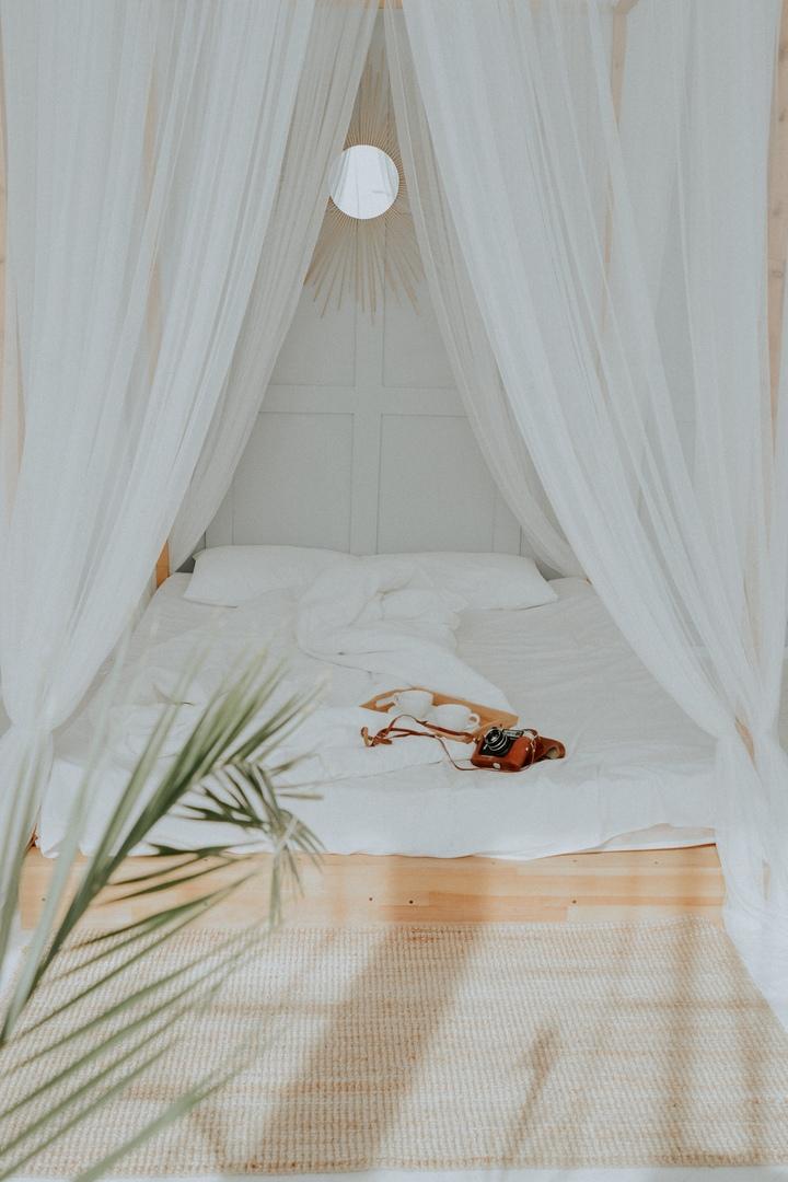 тур агенства фотостудия с кроватью снять одного учредителей