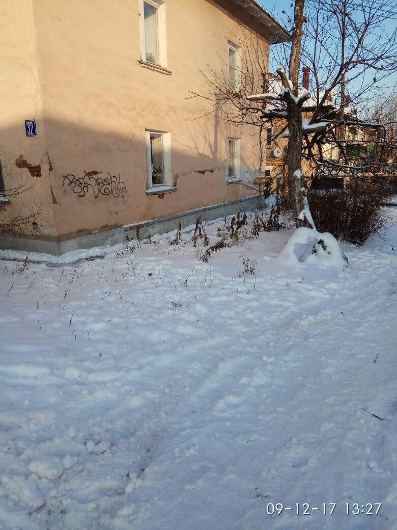 Что за безобразники выставили мешки с мусором у дома №32 по улице Мира.