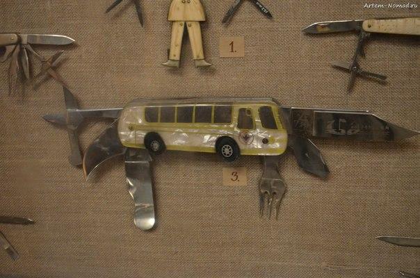 В музее народных промыслов. Павловские ножи.