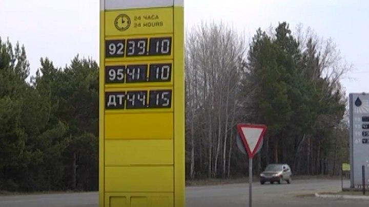 Бензин продолжает дорожать на заправках Томской области