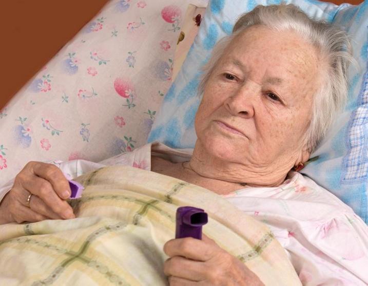 возраст пациента может определить подходящее лечение аспирационной пневмонии