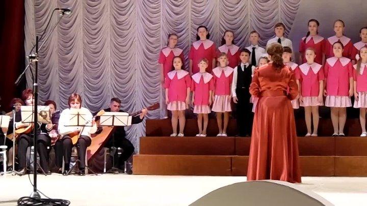 Средний хор на конкурсе.26.02.2015г.