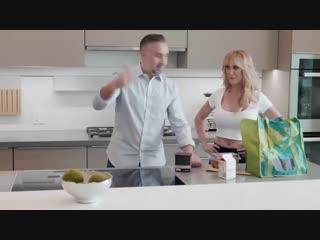 Таксистка сношается с пассажиром. Порно видео с Michelle Thorne, Jonny Cooper. порно, gjhyj, porno, эротика, 18+, секс, инцест,