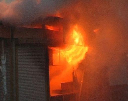 В Таганроге в Пионерском переулке сгорел ларек