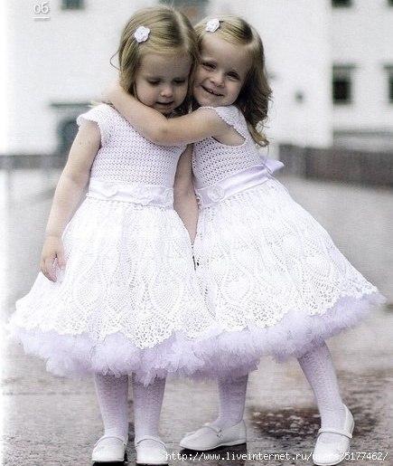 Нарядные вязаные платья девочке