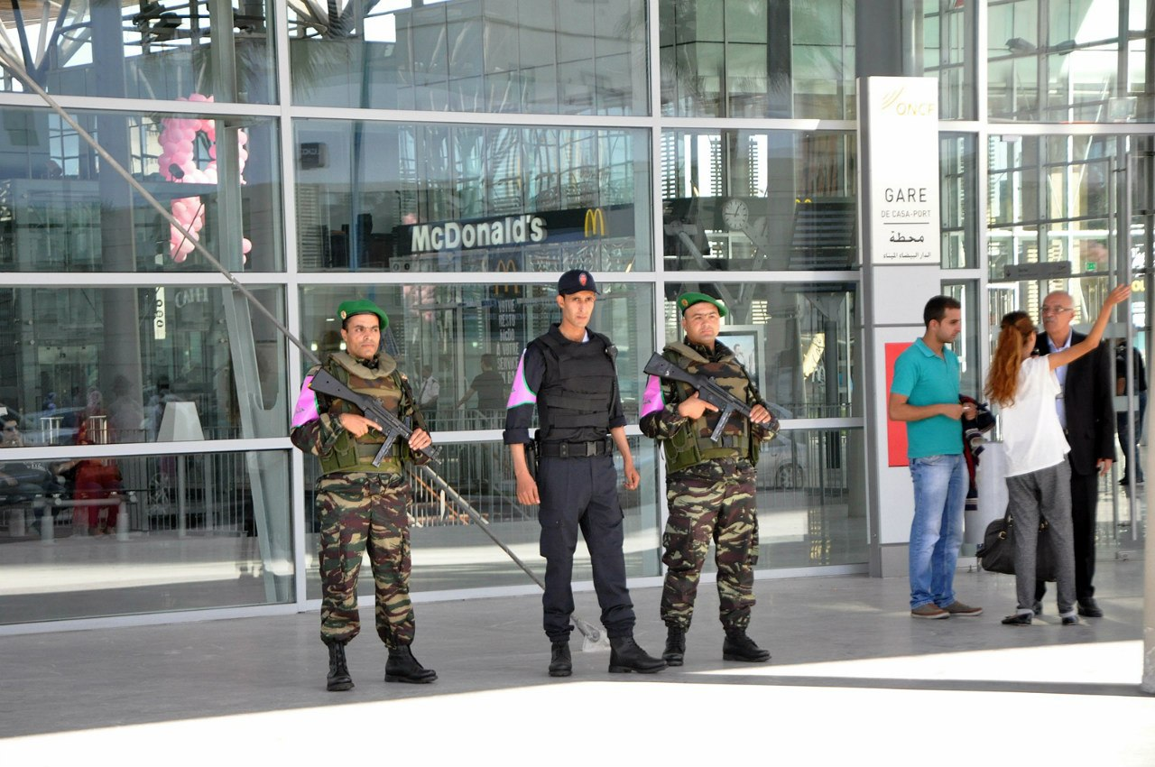 Photos de nos soldats et des Bases Marocaines - Page 2 Au1b4Txo4Xw