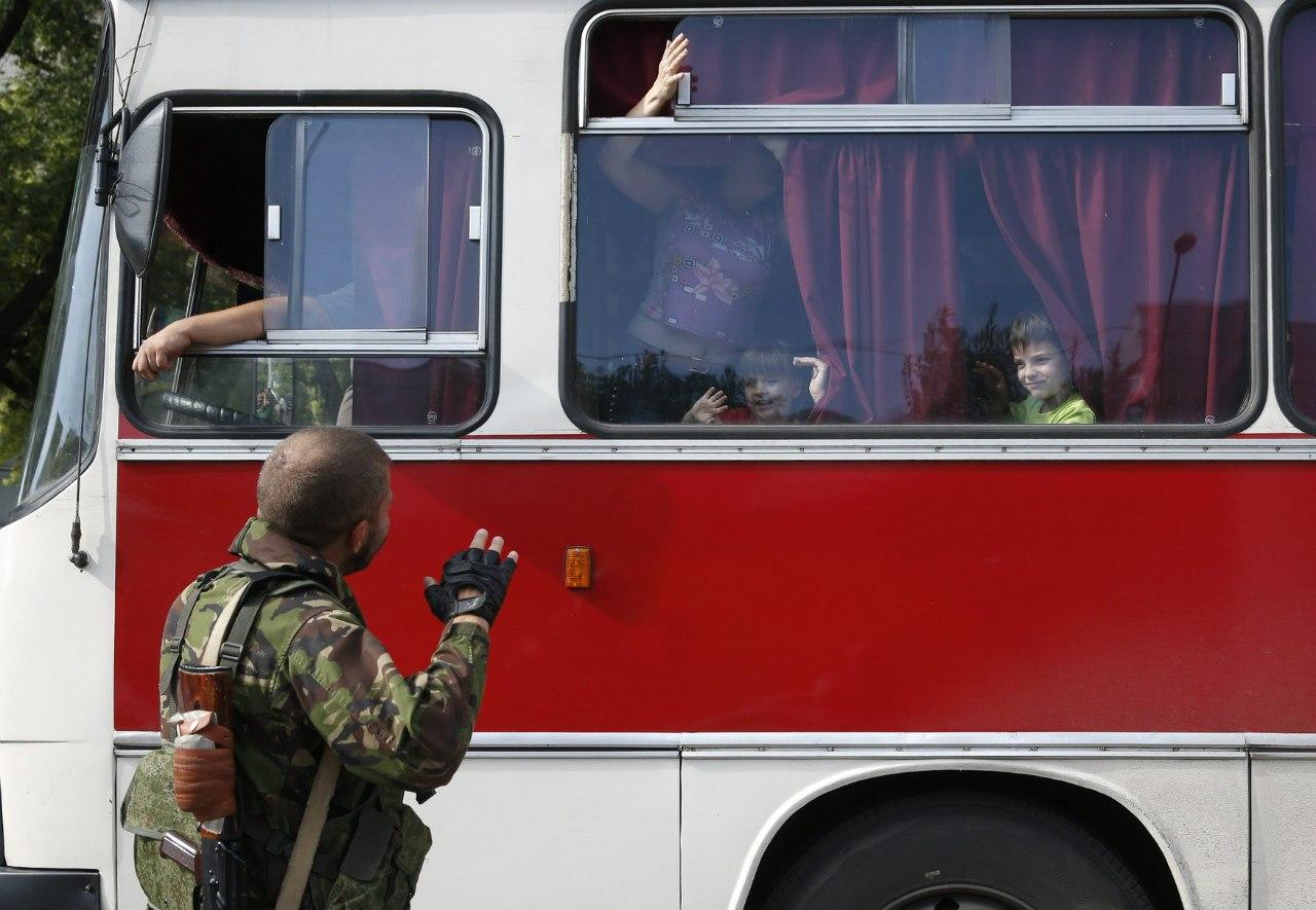 Ополченцы провожают свои семьи