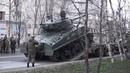Погрузка танка М4 Шерман на транспортёр после репетиции Парада Победы в Мурманске 7 мая 2018 г.