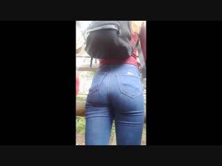 Хорошая попка в сэксуальных джинсах | jeans ass