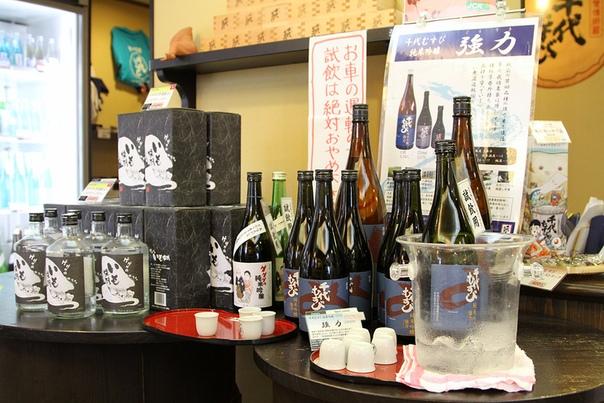 САКЭ «Хякуяку Но Чё» («Лучше одна чашечка сакэ, чем сто лекарств») Древнее японское наставление В России существует расхожее заблуждение, что сакэ это та же водка, но только приготовленная из