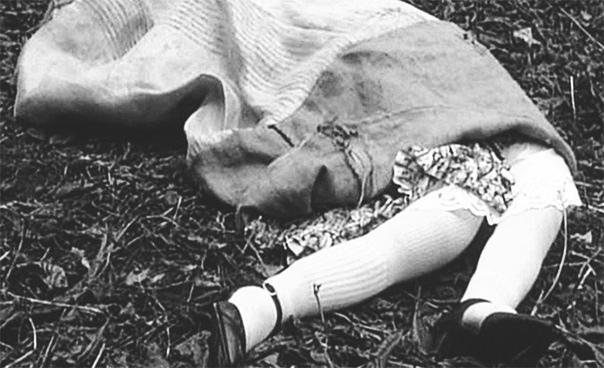кошмар на улице уэст. 5 апреля 1940 года полицейскими и психиатрами была допрошена 11-летняя девочка в связи с подозрениями в жестоком убийстве матери, сестер и брата. полицейские, прибывшие на