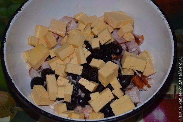 Салат с курицей, овощами и кунжутом Ингредиенты: Помидор –