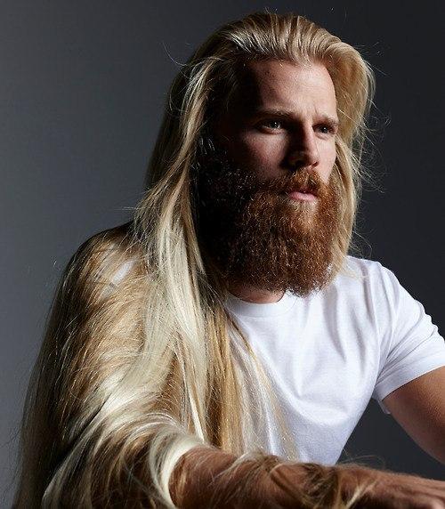 Выбритые виски у мужчин с длинными волосами