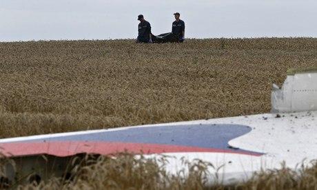 Foreign investigators reach MH17 crash site in Ukraine