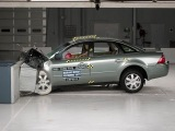2005 Ford Five Hundred moderate overlap test
