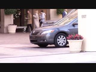 Джастина и Хейли в отеле Montage в Беверли-Хиллз, Калифорния (3 декабря)