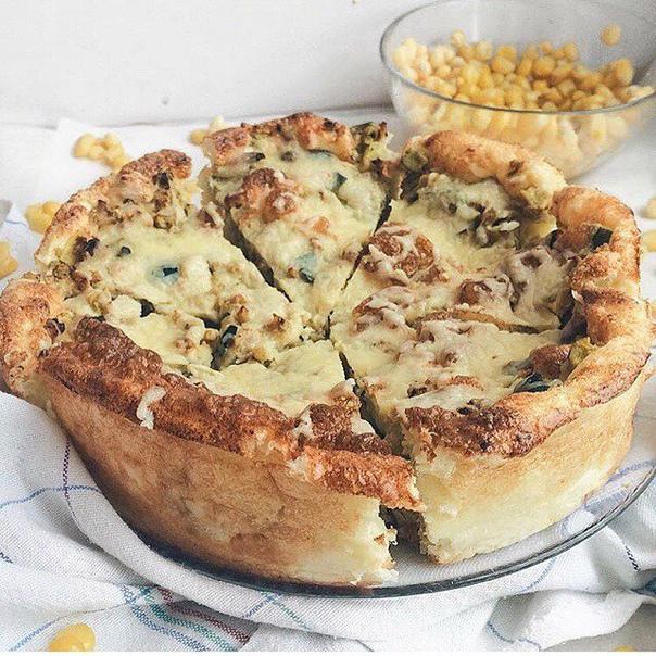 пирог с индейкой и сыром для теста:яйцо-2 шттворог-150 гркефир-50 грмука ( цельнозерновая)-25 грсоль- по вкусу для начинки:цукини/кабачек-200 грзерна кукурузы-50 грфарш индейки( или курицы) -250