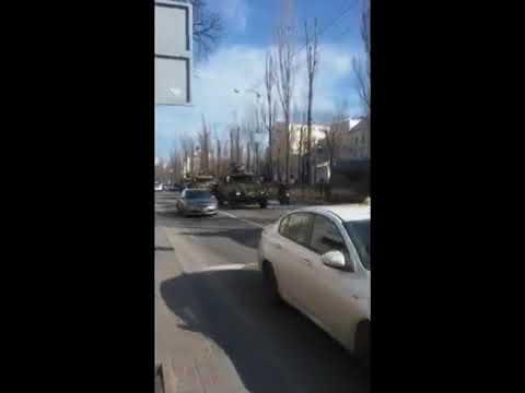 Улицы украинских городов заполонили «зелёные человечки» в масках и с оружием