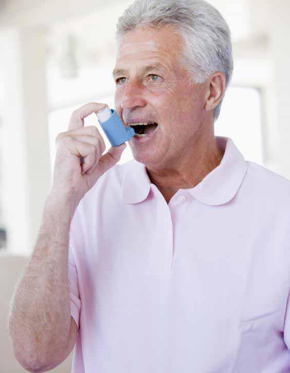 Люди с астмой обычно используют ингаляторы для доставки лекарств, которые ослабляют легкие.
