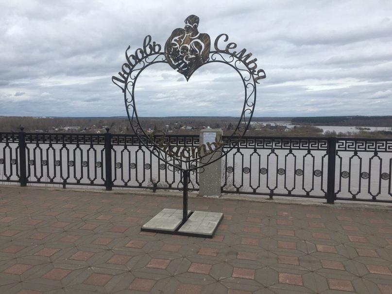 Арт-объект «Любовь. Семья. Счастье» на набережной Грина. Фото: newsler.ru