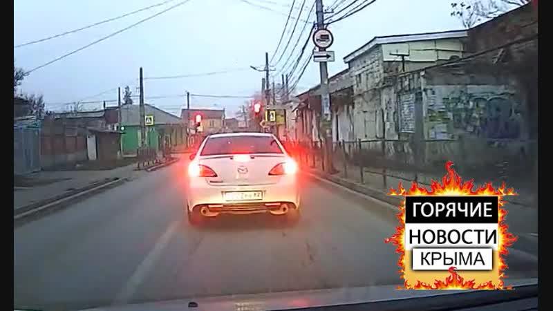 В Крыму паровозиком столкнулись четыре автомобиля