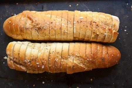 Чесночный хлеб в микроволновке