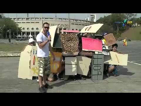 Pânico na TV - Vesgo e Bolinha se enfrentam na Guerra de Frutas - 21/08/2011