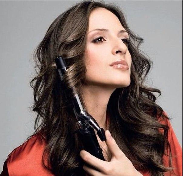 Как завить длинные густые волосы - wikiHow. фото уроки как приклеить плинтус на ванну.  Как сделать кудри подручными...