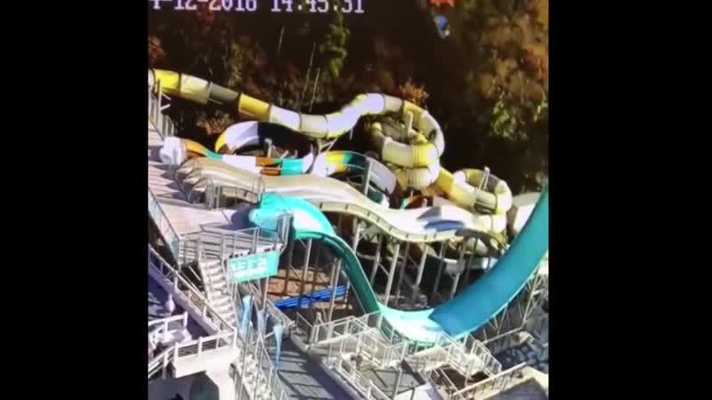 Самосвал упал с обрыва на аквапарк отеля Ялта Интурист
