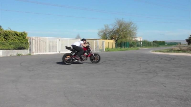 псих на мотоцикле