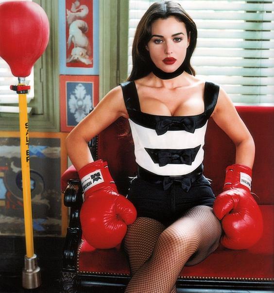 Моника Белуччи в рекламной кампании Blumarine, 1993 год