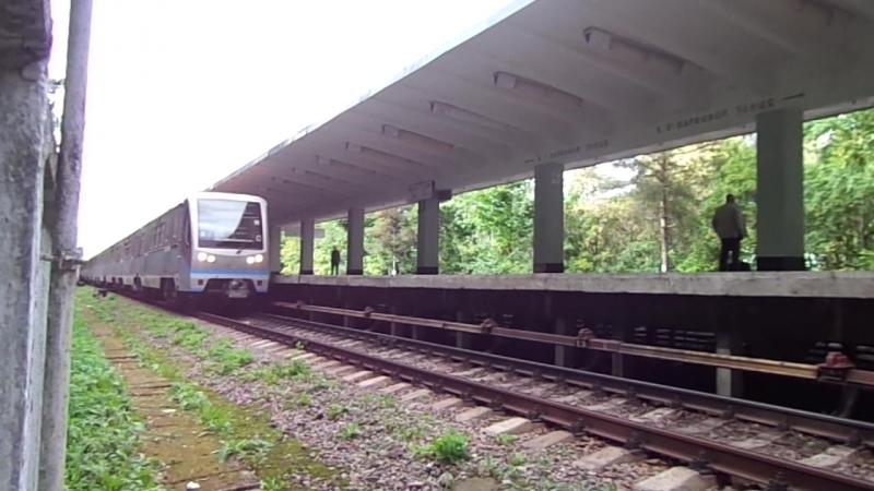 Русич (81-740.1741.1) на станции Измайловская, АПЛ, 2 путь прибытие и отправление. Необычный ракурс.