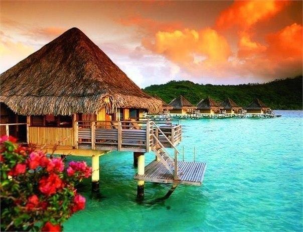 В 60-х годах Бора-Бора был назван самым красивым островом мира. Трудно им противоречить...