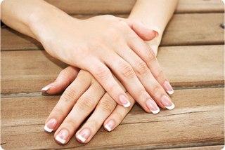 Парафиновый маникюр очень приятная и комфортная процедура, особенно для людей с чувствительной и нежной кожей.