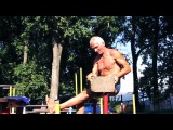 Дед-атлет отжигает на площадке(71 years Оld man ghetto workout training)