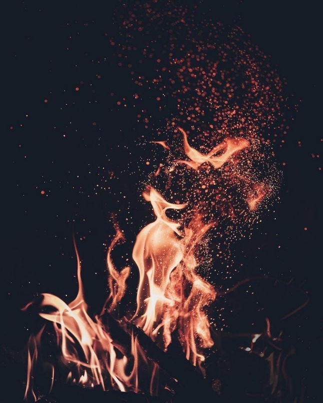 Ніщо в нас не змінюється. Десять разів обпалені, а все одно хочемо горіти.