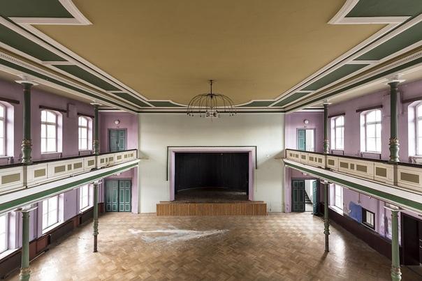 Подборка фото заброшенных танцевальных залов Германии.