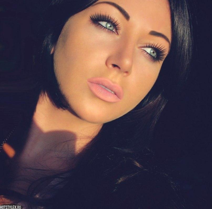 Красивые девушки с темными волосами