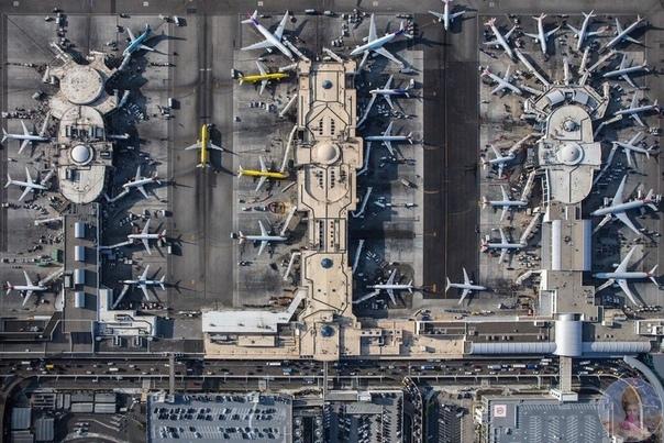 Аэропорт, вид сверху.
