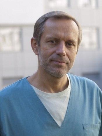 Петерис Клява — известный в Латвии реаниматолог Детской клинической больницы, ученый и философ по жизни.