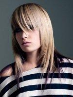 Стрижки на волосы до плеч могут как кардинально поменять вашу внешность, так и лишь немного изменить прическу.